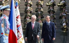 Президент Милош Земан и министр обороны Мартин Стропницкий (Фото: ЧТК)