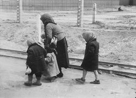 On the way to the gas chambers, photo: archive of Jewish Museum in Prague