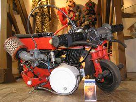 Das kleinste Motorrad Mitteleuropas (Foto: Archiv des Museums der Rekorde und Kuriositäten)
