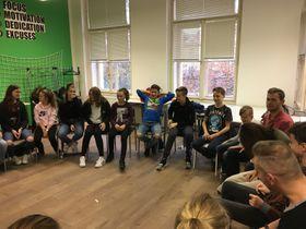 Gemeinsame Besprechung aller Schüler und Lehrer (Foto: Bára Procházková)