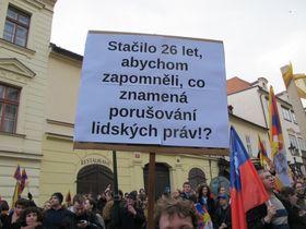Демонстрация в поддержку соблюдения прав человека, которая прошла во время визита китайского президента в Праге, Фото: Мартина Шнайбергова, Чешское радио - Радио Прага
