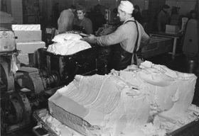 Margarine factory in Germany, photo: Bittner, Bundesarchiv, Bild 183-R68085 / CC-BY-SA 3.0