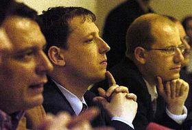 De izquierda: Jiri Paroubek, Stanislav Gross y Bohuslav Sobotka (Foto: CTK)