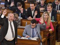 Gobierno respalda propuesta comunista para gravar indemnizaciones a las iglesias, foto: ČTK/Vít Šimánek