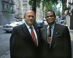 Jan Kavan con su sucesor en frente de la AG de la ONU, Julian Hunt, foto: CTK