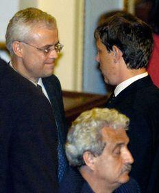 Vladimír Špidla (vlevo) blahopřeje premiérovi Stanislavu Grossovi, foto: ČTK