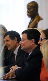 Alexander Vondra (en el centro) Foto: CTK
