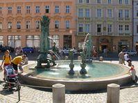 Brunnen - kašna (Foto: Michal Maňas, Wikimedia Commons, CC BY 2.5 Generic)