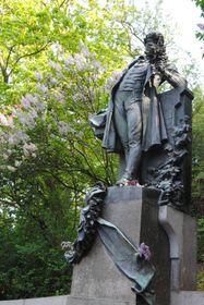 Estatua de Karel Hynek Mácha en la colina de Petřín