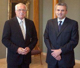 Le président Vaclav Klaus et le nouveau ministre de la Défense Karel Kühnl, photo: CTK