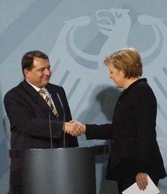 Canciller de Alemania, Angela Merkel y su homólogo checo, Jiri Paroubek (Foto: CTK)