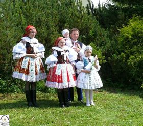 Veronika Provodovská mit Familie, Erstkommunion einer Tochter (Foto: Archiv Robert Provodovský)