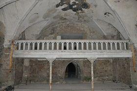 Interiér kostela sv. Linharta, foto: Ben Skála, Wikimedia CC BY-SA 3.0