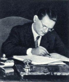 Viliam Široký unterzeichnet den Warschauer Vertrag (Foto: Archiv des Militärhistorischen Institut in Prag)