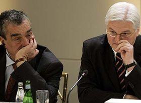 Ministro checo de RR.EE., Karel Schwarzenberg y Frank-Walter Steinmeier, el ministro alemán de RR.EE. (Foto: CTK)