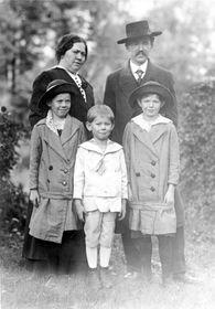 Vojta Beneš, seine Frau und Kinder (Foto: Archiv des Militärhistorischen Instituts)