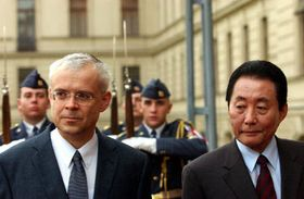 Vladimír Spidla con su homólogo de Corea del Sur, Koh Kun, foto: CTK
