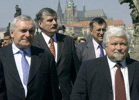 Bertie Ahern and Petr Pithart, photo: CTK