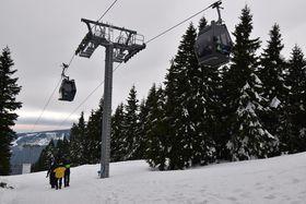 Kabinenbahn auf die 1603 Meter hohe Schneekoppe (Foto: Ondřej Tomšů)