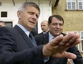Primer ministro polaco, Marek Belka (a la izquierda) y el jefe de Gobierno checo, Jirí Paroubek (Foto: CTK)