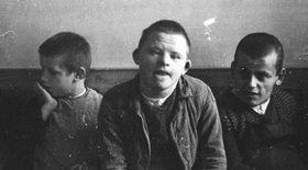Mentálně postižené děti vsanatoriu vSchönbrunnu objektivem fotografa SS vroce 1934, zdroj: Wikimedia Commons