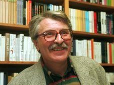 Básník Antonín Brousek (na archivním snímku z 30. března 1995), foto: ČTK