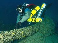 Чешские ныряльщики должны были спуститься к останкам крейсера «Зента» (Фото: ЧТК)