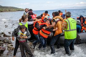 Беженцы из ближневосточных стран, прибывшие на греческий остров Лесбос, архивное фото: CAFOD, CC BY-NC-ND 2.0