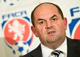 Presidente de la Asociación Checa de Fútbol, Miroslav Pelta