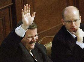 Ministros Zdenek Skromach y Bohuslav Sobotka (Foto: CTK)