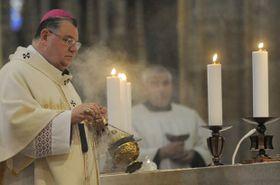 Pražský arcibiskup Dominik Duka sloužil vPraze mši na památku Večeře Páně sumýváním nohou apoštolům, foto: ČTK
