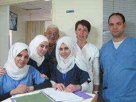 Fyzioterapeutka Petra Nováková sjordánskými kolegy, foto: archiv Petry Novákové