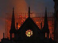 Brand der Pariser Kathedrale Notre-Dame (Foto: ČTK / AP / Thibault Camus)