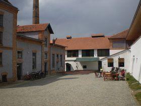 Nádvoří pivovarského areálu, foto: Podzemnik / Creative Commons 3.0 Unported, 2.5 Generic, 2.0 Generic a1.0 Generic