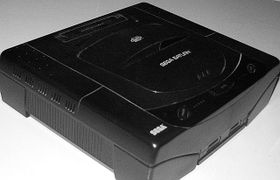 Sega Saturn (Foto: Shadowlink1014, Wikimedia Commons, Public Domain)