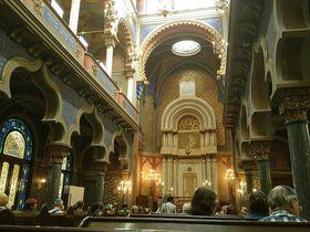 Красочный интерьер синагоги