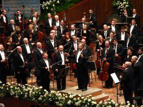 Israelischen Philharmonie mit ihrem Chefdirigenten Zubin Mehta (Foto: Yeugene, Wikimedia Commons, CC BY-SA 3.0)