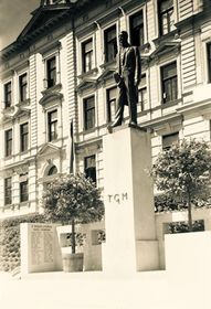 Historical photography of Tomáš Garrique Masaryk statue in Kostelec nad Orlicí, photo: archive of Kostelec nad Orlicí municipality