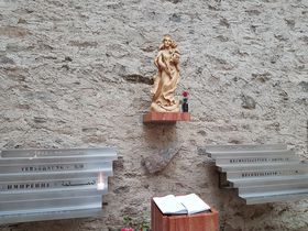 Socha Panny Marie akámen způvodního oltáře, foto: Zdeňka Kuchyňová