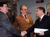 Zleva: Alexandr Vondra, Karel Schwarzenberg a Lubomír Zaorálek, foto: ČTK