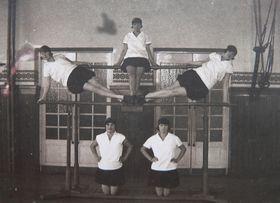 Урок физкультуры в Чехословакии в 1920-е годы, фото Архив Павла Страдала, Wikimedia Commons, CC BY-SA 3.0