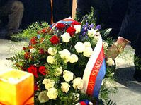President Vaclav Klaus laying flowers on Narodni Street in Prague, photo: CTK
