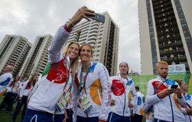 Andrea Hlaváčková (a la izquierda) y Miroslava Topinková Knapková, foto: ČTK