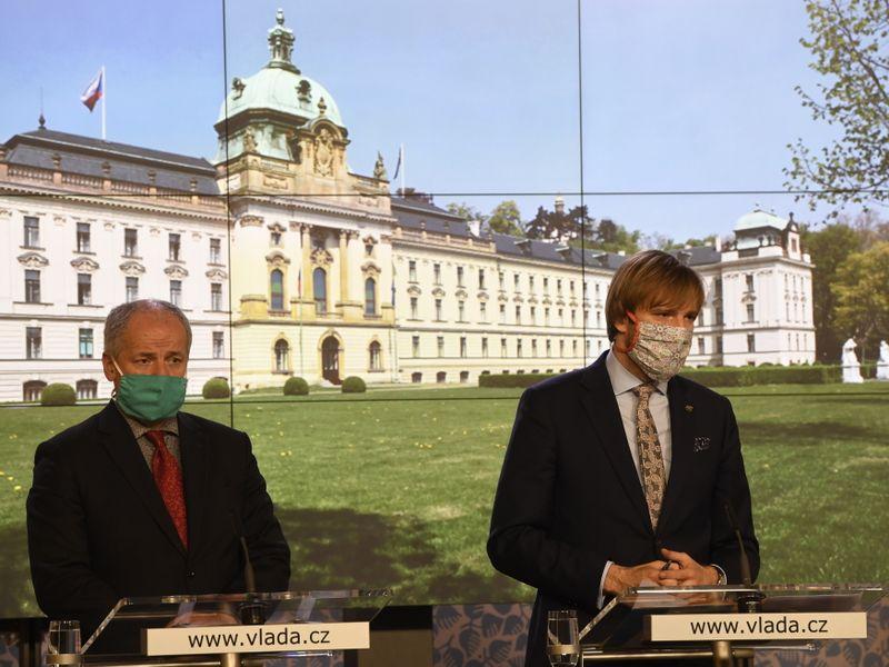 замминистра Роман Примула (вправо) и министр здравоохранения Адам Войтех, фото: ЧТК/Krumphanzl Michal