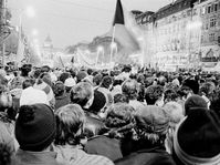 Wenceslas Square, November 1989, photo: Gampe, Wikimedia CC BY 3.0