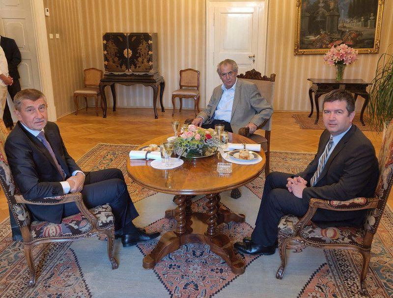 Zleva: Andrej babiš, Miloš Zeman aJan Hamáček, foto: Jiří Ovčáček / Twitter
