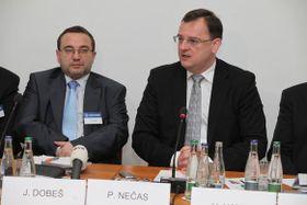 Josef Dobeš y Petr Nečas, foto: Archivo del Gobierno checo