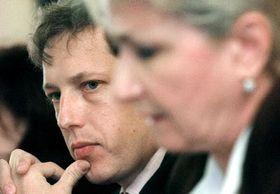 Премьер-министр Станислав Гросс и министр здравоохранения Милада Эммерова (Фото: ЧТК)