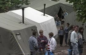 Flüchtlinge in der Botschaft (Foto: Tschechisches Fernsehen)