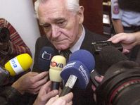 Karel Hoffmann u pražského vrchního soudu, foto: ČTK